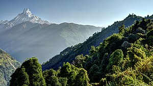 Machapuchare - Image: Machapuchare with green hillside