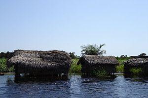 Mai-Ndombe District - Houses on Lake Mai-Ndombe