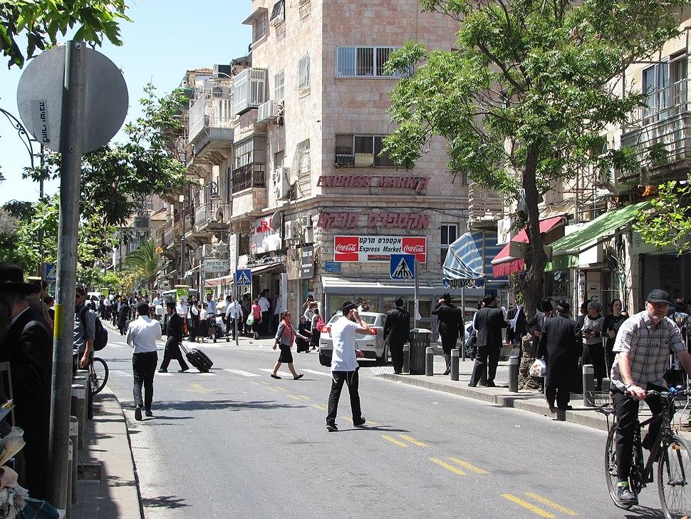 Malkhei Yisrael Street on Friday afternoon