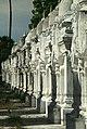 Mandalay-Kuthodaw-09b-kleine Pagoden-gje.jpg