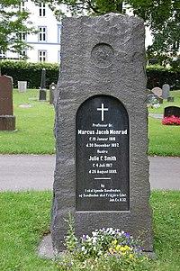 Marcus Jacob Monrad, gravminne på Vår Frelsers gravlund, Oslo.jpg