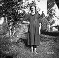 """Marija, """"na kolencah"""", Šentviška Gora v dnevni obleki, ki jo je sam njen oče stkal (""""čikle"""" - krilo; sicer do pasu. Na glavi """"fecou"""") 1954.jpg"""