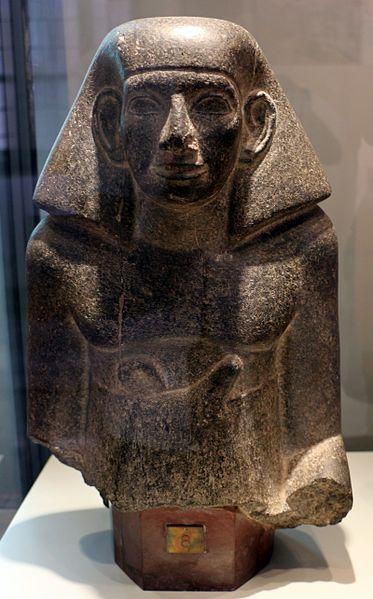 File:Medio regno, XII-XIII dinastia, statua maschile frammentaria, 1938-1640 ac ca., da regione di tebe.jpg