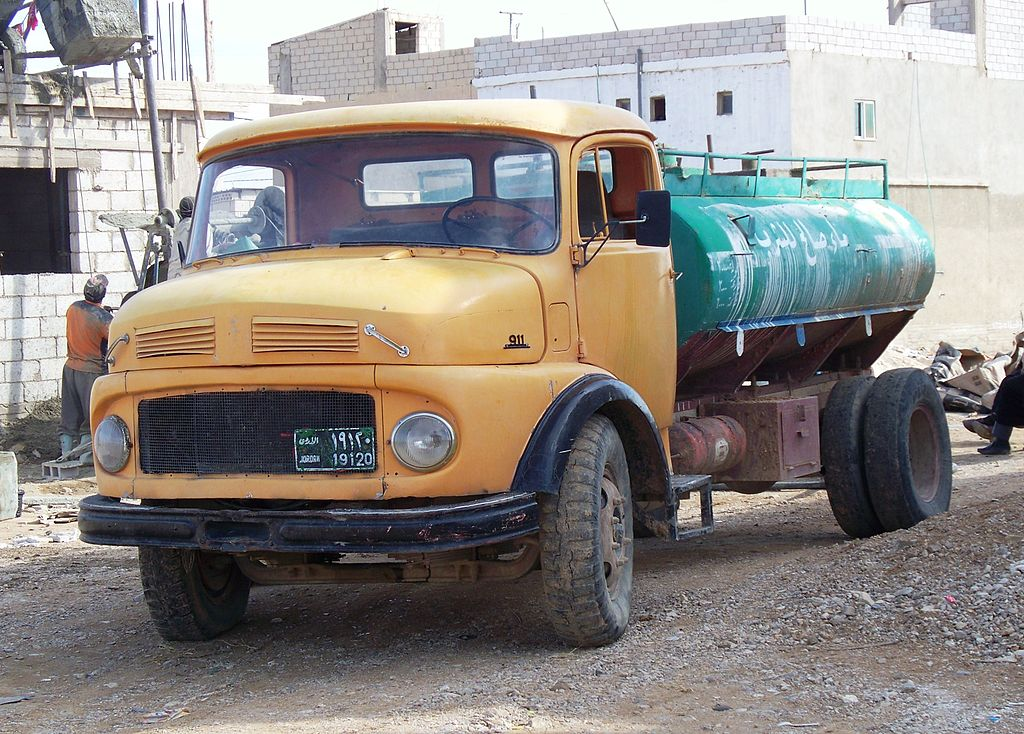 File mercedes benz water truck in jordan jpg wikimedia for Old mercedes benz trucks