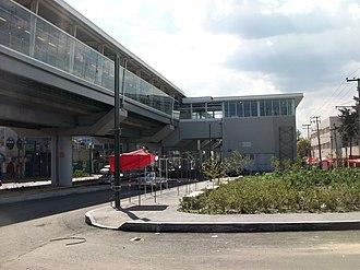 Metro Tezonco - The station building
