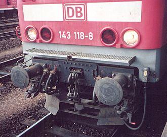 Buffers and chain coupler - Image: Mh eisenbahn schraubenkupplung