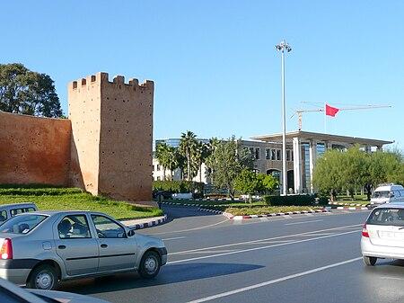 Ministère et muraille RabatP1060619.JPG