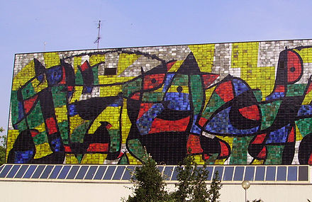 Miro mural, known as the Miro-Wand, on the Wilhelm-Hack-Museum. Miro-Wand in Ludwigshafen 07.jpg