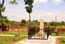 Achards Grab in Moczydlnica Dworska (Quelle: Wikimedia)