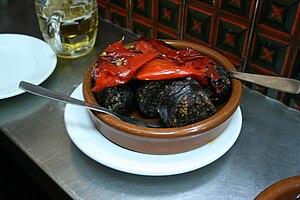 Español: Morcilla (de arroz) con pimientos rojos