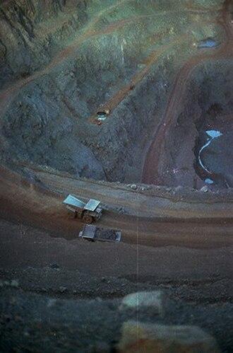 Goldsworthy, Western Australia - Image: Mount Goldsworthy pit in 1978