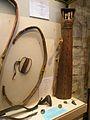 Musée de l'archerie salle II arc indien.JPG