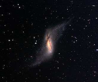 Polar-ring galaxy - Image: NGC660
