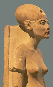 A standing/striding figure of Nefertiti made of limestone. Originally from Amarna, part of the Ägyptisches Museum Berlin collection.