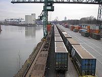 Niehl I, Containerumschlag an Becken 1.jpg