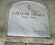 Płyta nagrobna Czesława Niemena. Katakumby Cmentarza Powązkowskiego w Warszawie