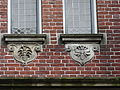 Nijmegen - Reliëfs van Egidius Everaerts op de gevel van Huis Heyendaal.jpg