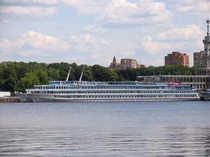 Nizhniy Novgorod in North River Port 25-jun-2012 02.JPG