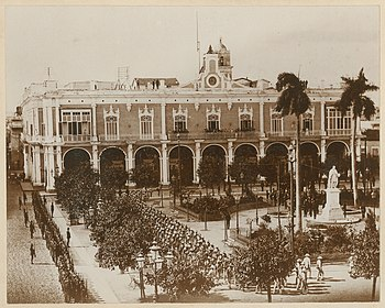 No. 2. Governor General's Palace, Havana, 11-45 a.m. January 1, 1899. Surrendering. Spanish Troops Marching Out. (5937254393).jpg
