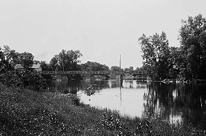 Billings Bridge - Older bridge over Rideau River at Billings Bridge   Source: William James Topley/Library and Archives Canada/PA-009204