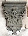 Palazzo Antinori-Corsini-Serristori, cortile, capitelli e peducci 05 stemma corsini.JPG