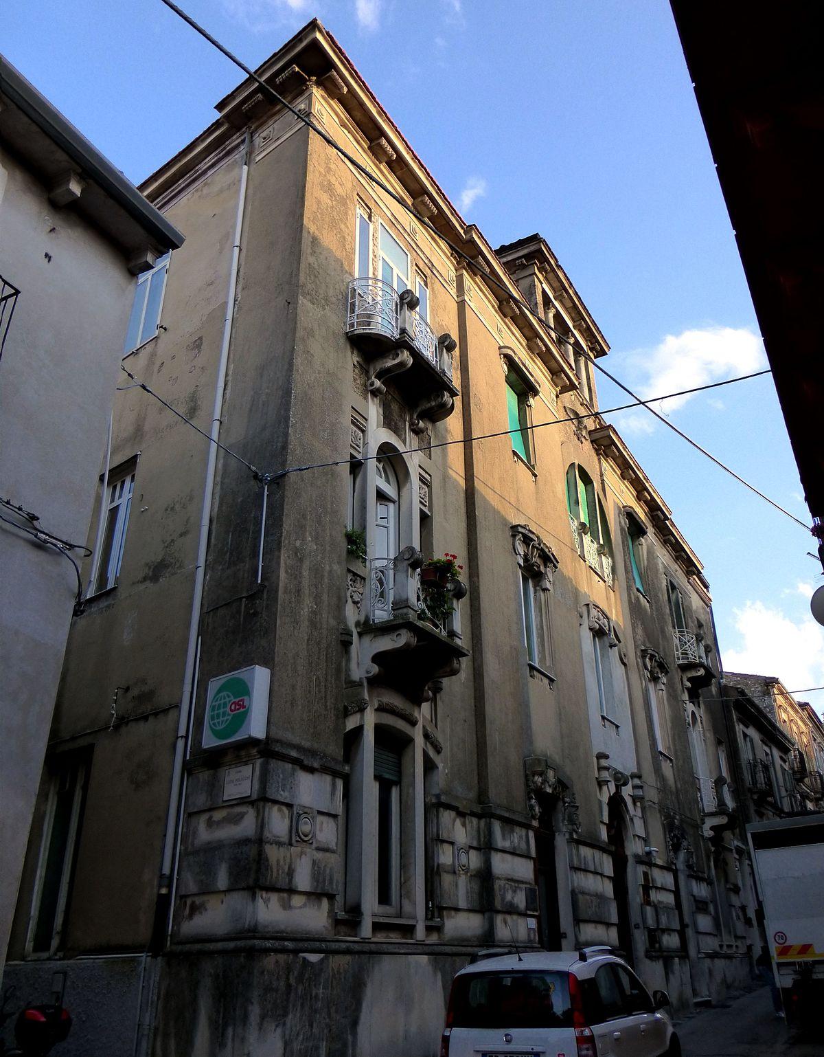 Palazzo liberatoscioli wikipedia - Finestra a tre aperture ...