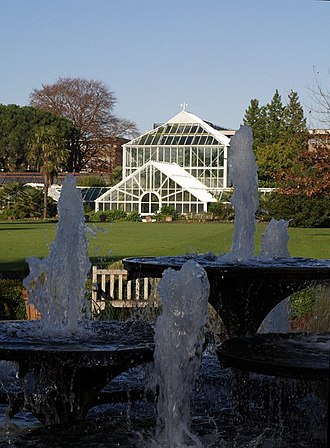 Cambridge University Botanic Garden - The fountain with the glasshouses behind.