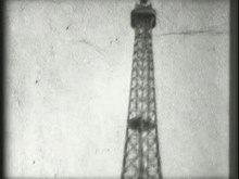 Fichier:Panoramic view of the Eiffel Tower taken from the outside.ogv