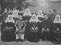 Parents annamites et leurs filles de Saint-Paul de Chartres.JPG