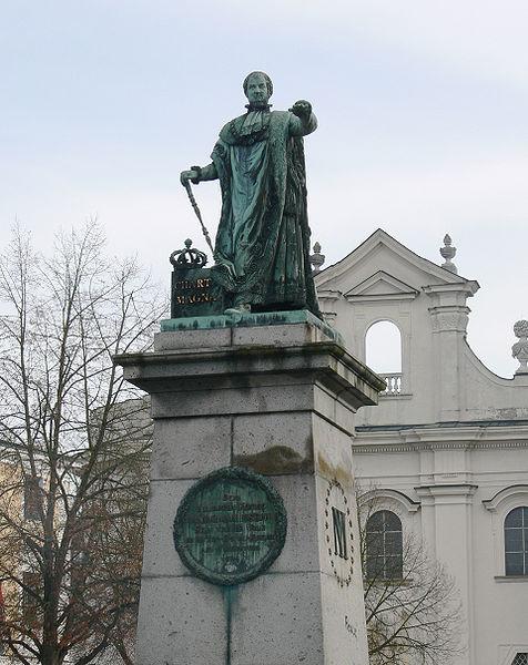 File:Passau Domplatz Max-Denkmal.jpg