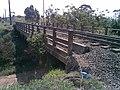 Pequeno viaduto sobre o antigo traçado Itu-Mairinque da Estrada de Ferro Sorocabana - EFS na Variante Boa Vista-Guaianã km 182 em Itu - panoramio.jpg