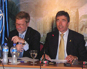 2004 Istanbul summit - Danish foreign minister Per Stig Møller (left) and Danish prime minister Anders Fogh Rasmussen (right) at the summit.