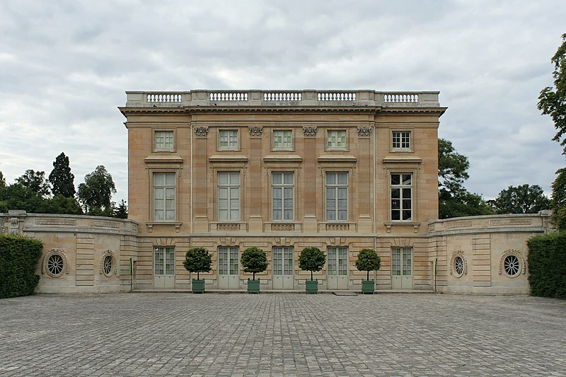 File:Petit Trianon, façade sud 01.jpg