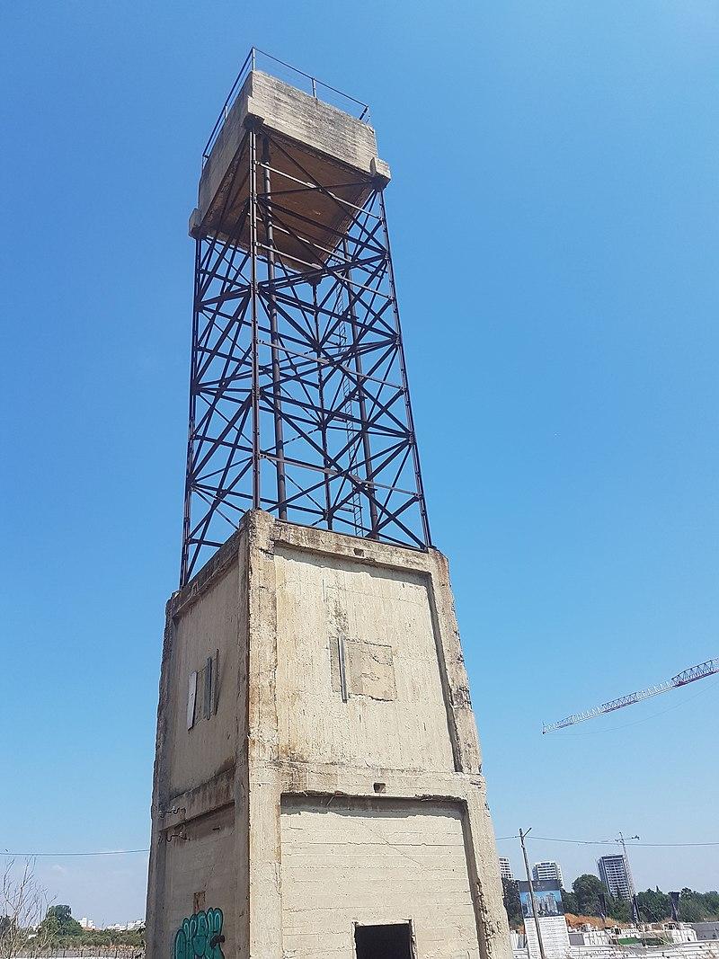 """מגדל המים בכפר אז""""ר"""