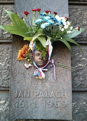 Placa en honor al estudiante checo Jan Palach....