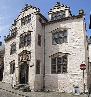Plas Mawr - The gatehouse of Plas Mawr, showing its characteristic Renaissance crow-stepped gables, pedimented windows and heraldry