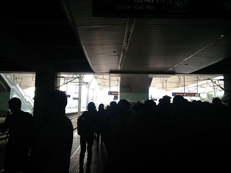 File:Platform of Tianjin Station 3.jpg