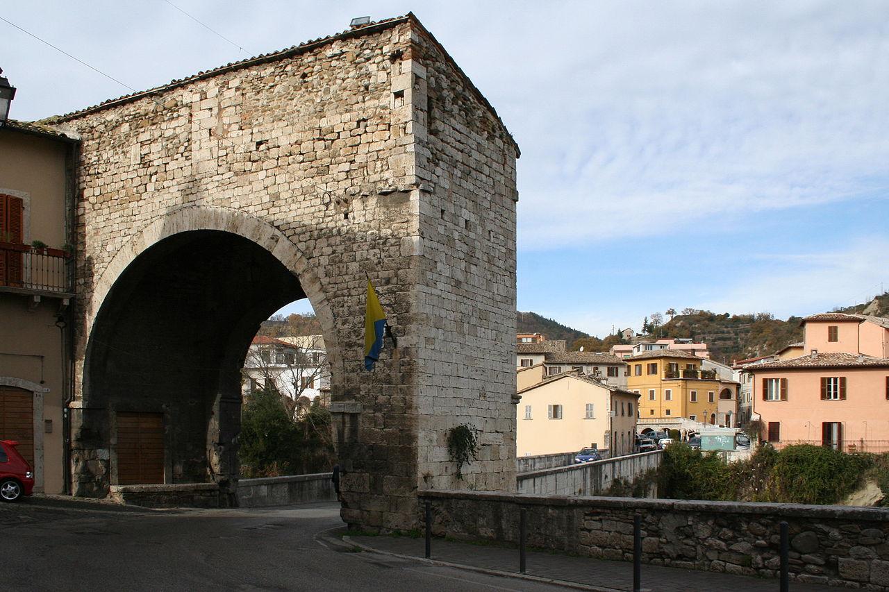 Porta Solestà di Ascoli Piceno 01.jpg