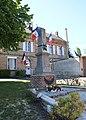 Pouilly-sur-Serre Monument aux morts.jpg