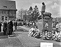 Prinses Wilhelmina onthult het beeld van 'Tante Riek' te Winterswijk, Bestanddeelnr 907-1164.jpg