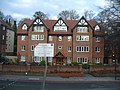 Purley - Banstead Road & Foxley Lane junction - apartment building - panoramio.jpg