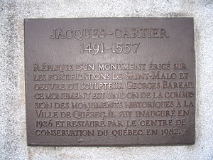 Jacques Cartier - Plaque on the statue of Jacques Cartier in front of the Gabrielle-Roy public library, in the Saint-Roch neighbourhood of Quebec City.