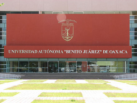 One of the main buildings on the campus of the Universidad Autonoma Benito Juarez de Oaxaca Rectoria, Universidad Autonoma Benito Juarez de Oaxaca.jpg