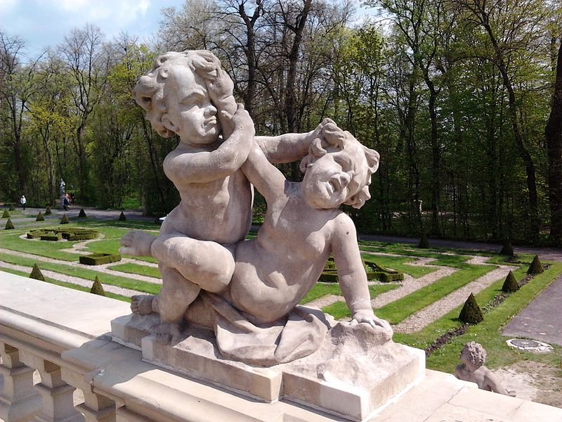 File:Redler Fighting putti.jpg