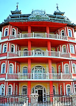 Romania-2433 - Gypsy Mansion (7804296796).jpg