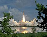 STS-70 Launch Startles Birds (19363366789).jpg