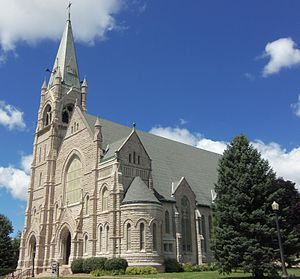 Sacred Heart Cathedral (Davenport, Iowa) - Image: Sacred Heart Cathedral Davenport, Iowa (cropped)