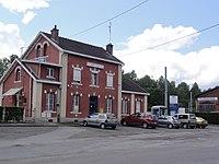 Sains-du-Nord (Nord, Fr) la gare (entrée).jpg