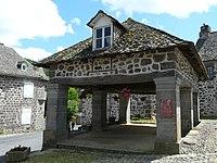 Saint-Martin-Valmeroux halle.jpg