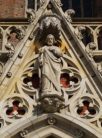 English: Statue of Saint Joseph on the portal ...